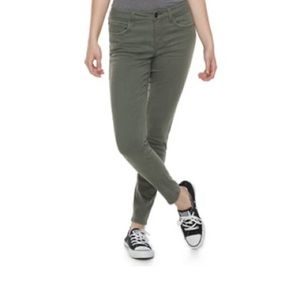 SO low rise twill jegging olive green EUC!